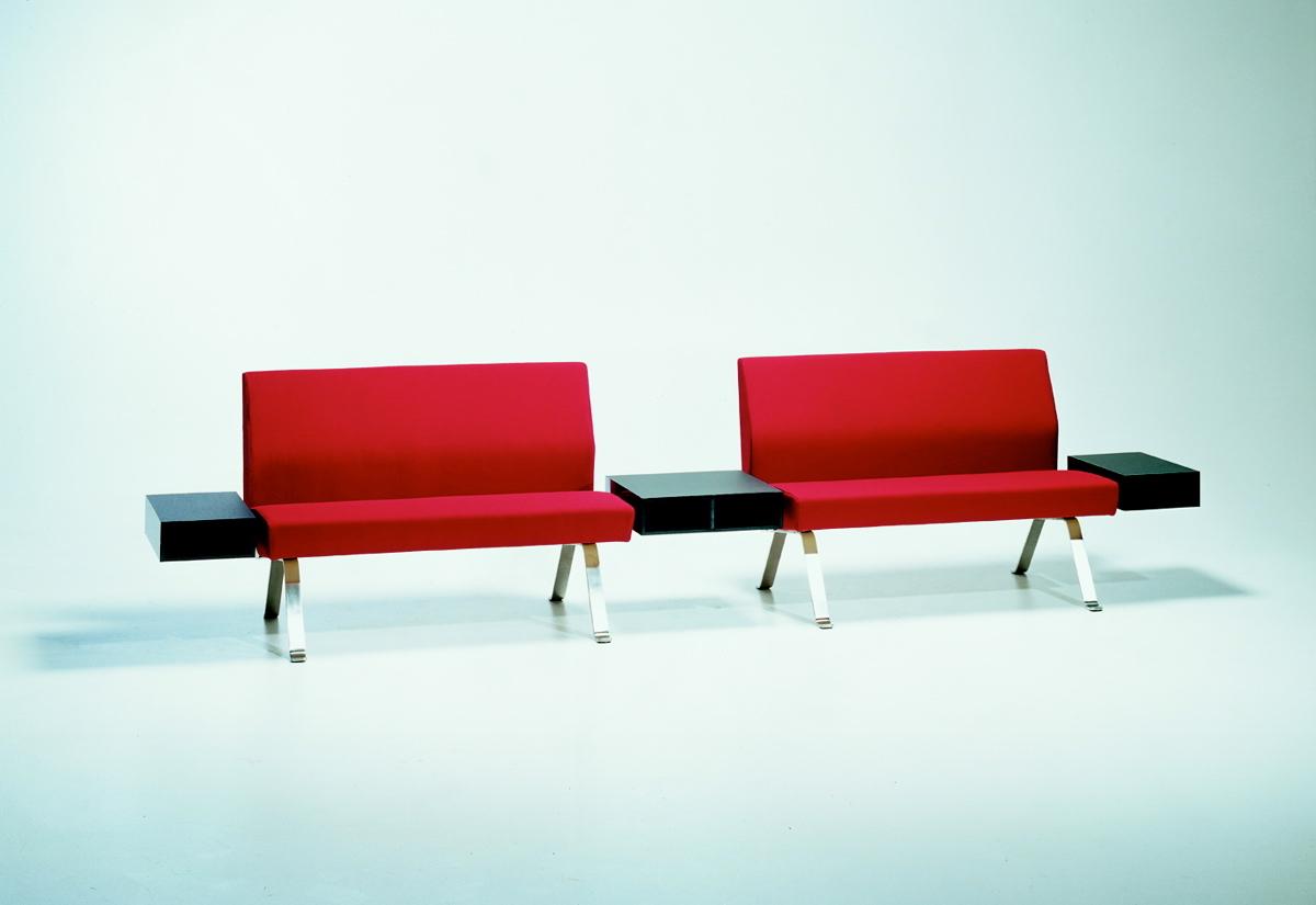 Unit sofasystem: Vivero Oy (2x2 personers med 3 magasinbokse)