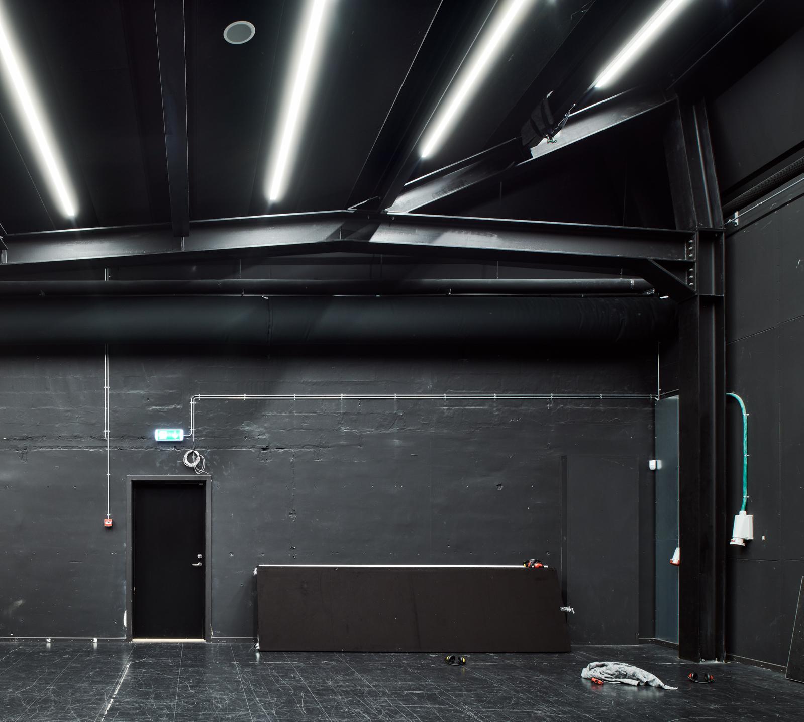 Hal C – Next Uddannelse København (sort studio)