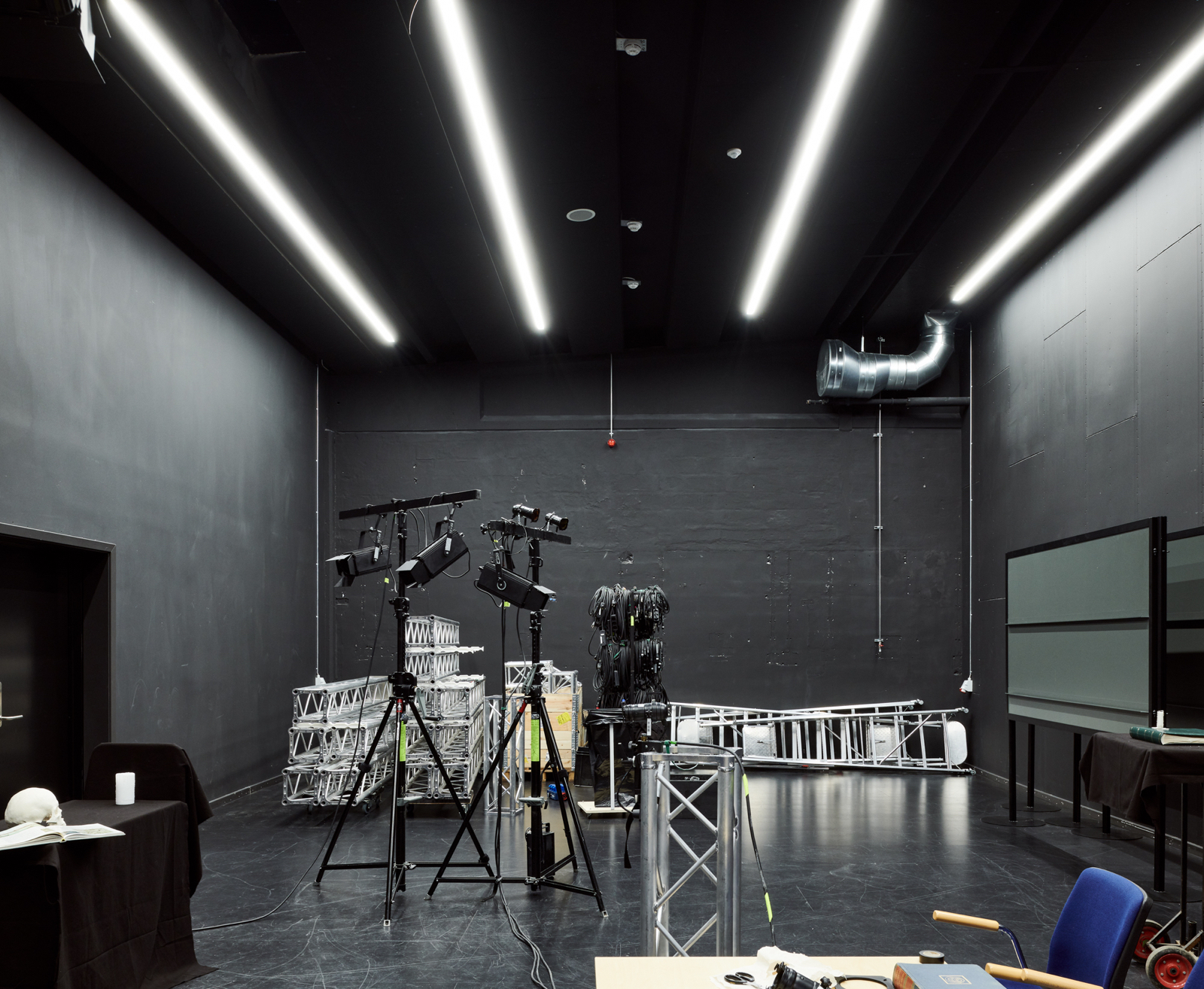 Hal C – Next Uddannelse København: Fra industrial til kreative studios (sort studio)
