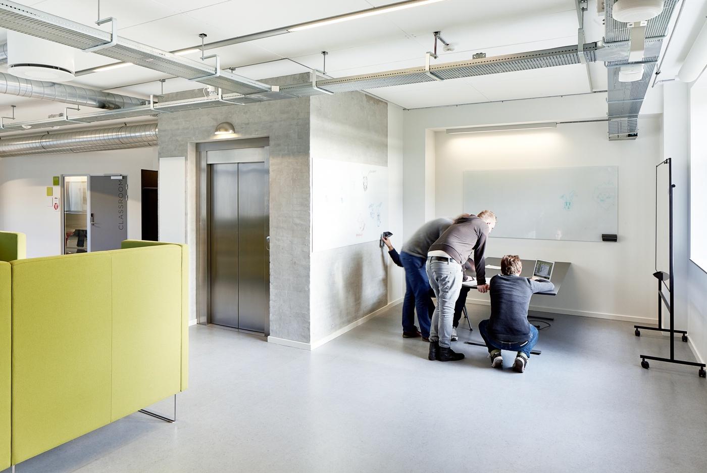 Copenhagen Business Academy (præsentations-/gruppemødefunktion på gangareal)