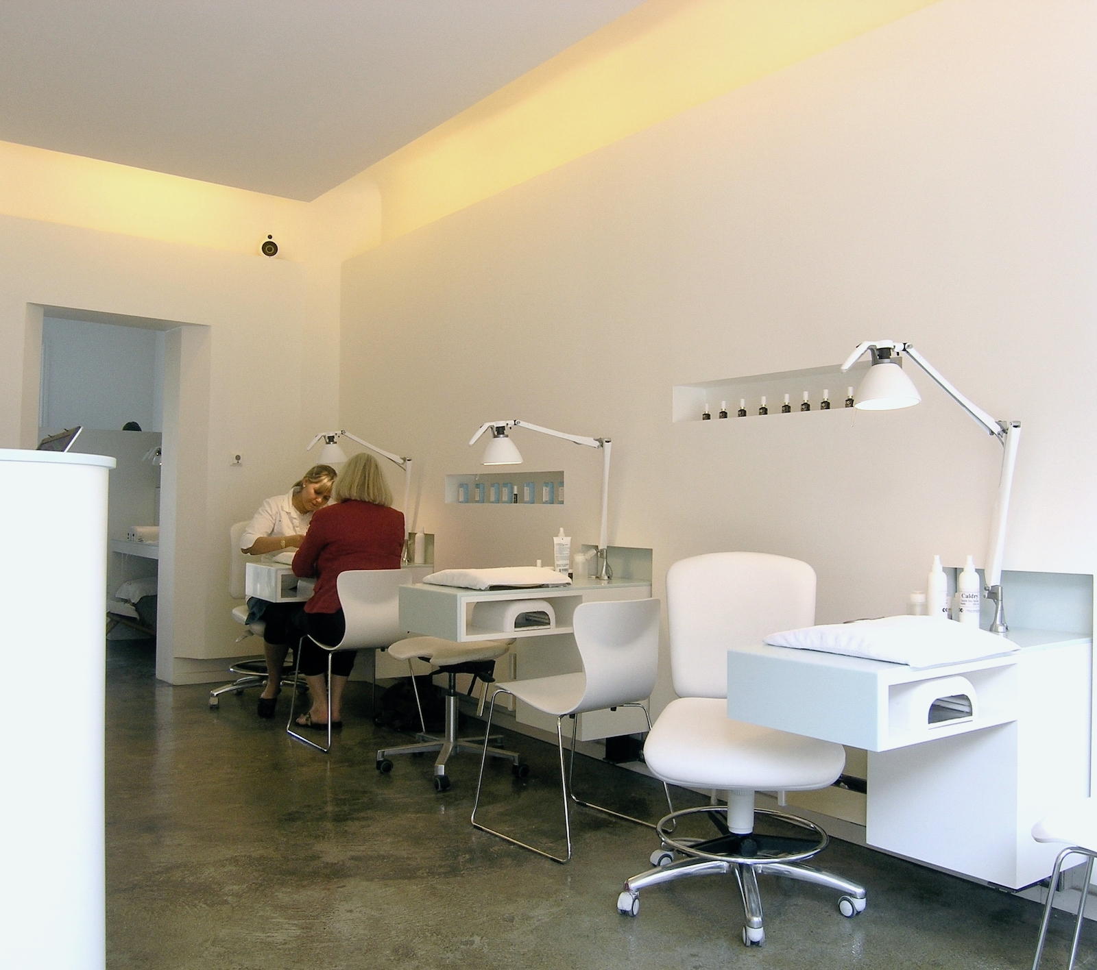 Nail Office – Hellerup (manicurestationer)